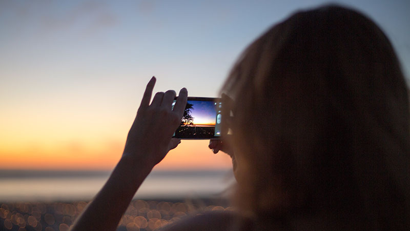smartphone-in-sunset