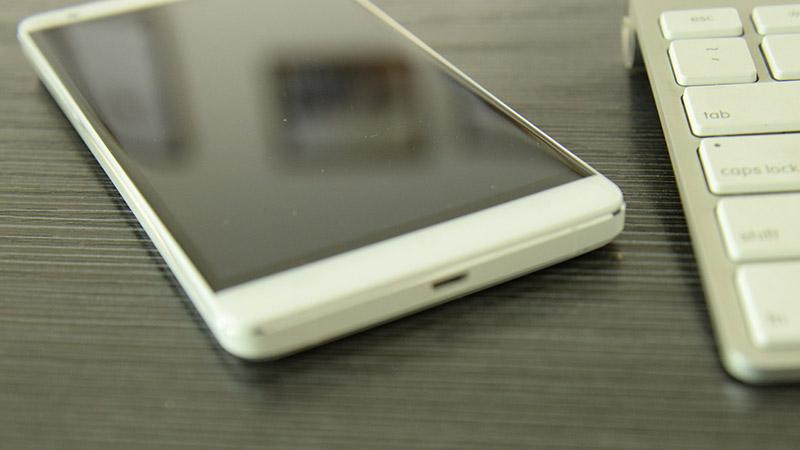 """Smartphone màn hình to, RAM 3 GB, pin """"khủng"""" 5000 mAh trình làng"""