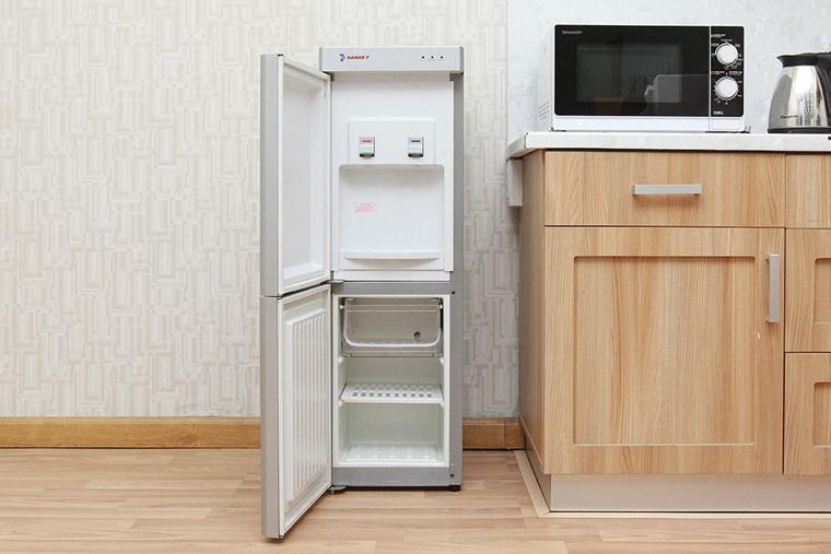 Cây nước nóng lạnh làm lạnh bằng block có ngăn mát, kiểu dáng sang trọng