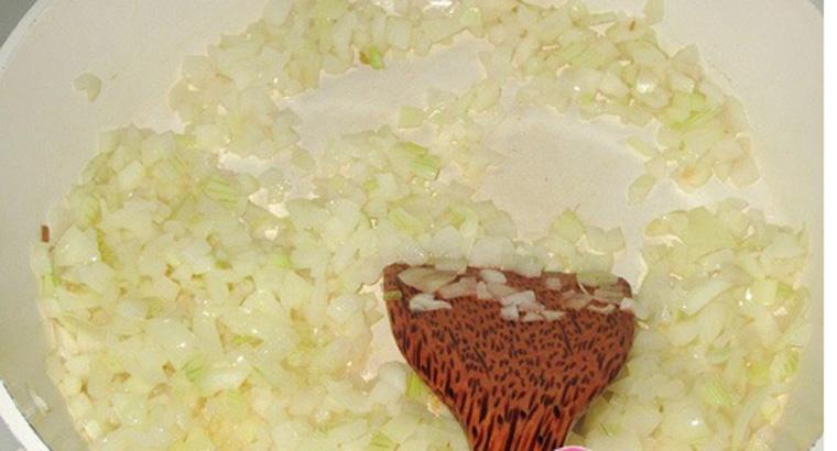 Bước 3 Làm nước sốt Mì ý sốt cà chua bò bằm