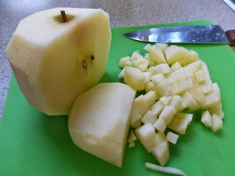 Cách làm nước ép táo bằng máy xay sinh tố - 2