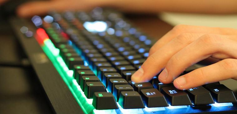 Bàn phím cơ là gì? Phân biệt giữa bàn phím cơ và bàn phím thường