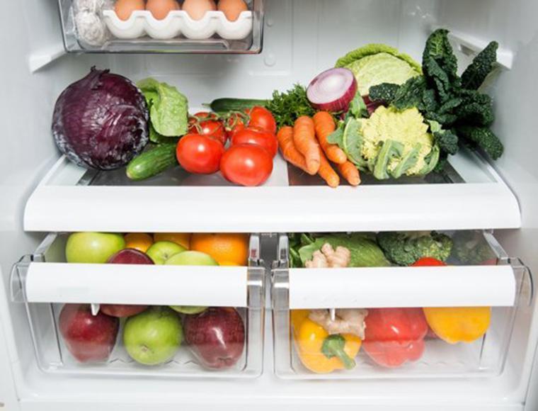 Không nên để trái cây gần với rau, củ khi bảo quản trái cây trong tủ lạnh