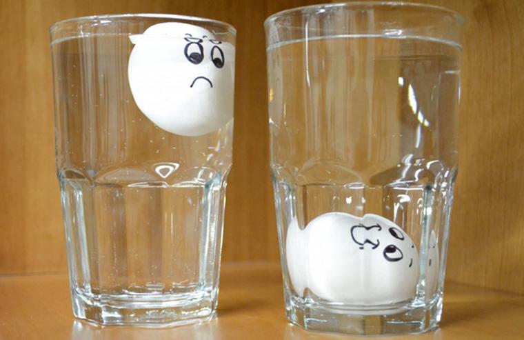 Nếu trứng còn tươi, chìm xuống đáy