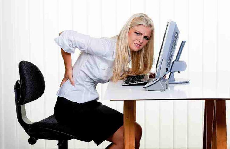 Bây giờ thì chưa nhưng có thể vài năm nữa bạn sẽ bị đau lưng, mỏi cổ... nếu như vẫn cứ tiếp tục sử dụng laptop sai tư thế