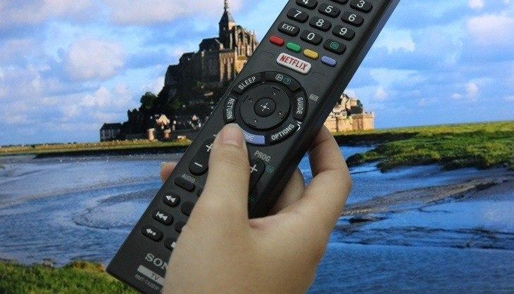 Nhấn chọn nút HOME trên remote