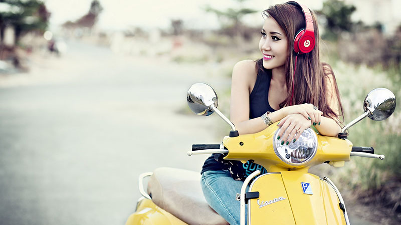 headphone-and-girl-lifestyle