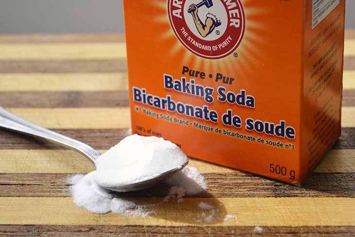 Baking soda cũng có tác dụng làm sạch cặn bẩn