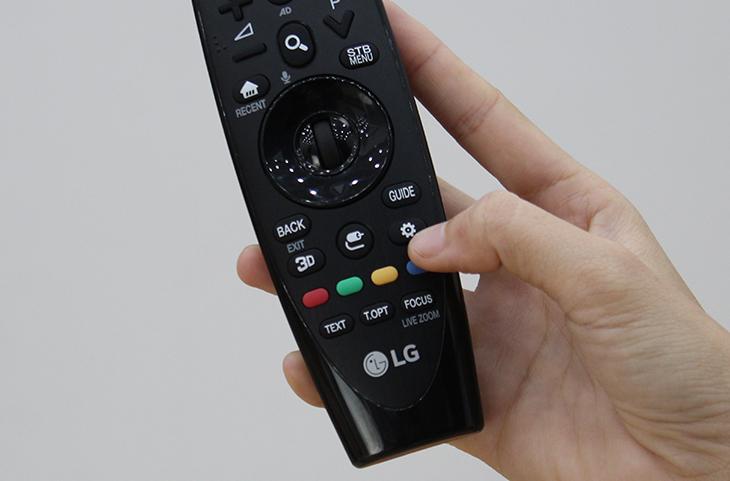 Nhấn nút cài đặt trên remote