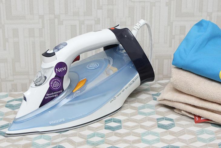 Bàn ủi hơi nước Philips GC4910