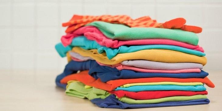 Sau khi phơi khô áo quần, hãy sắp xếp chúng ngăn nắp và cẩn thận để giữ sạch sẽ