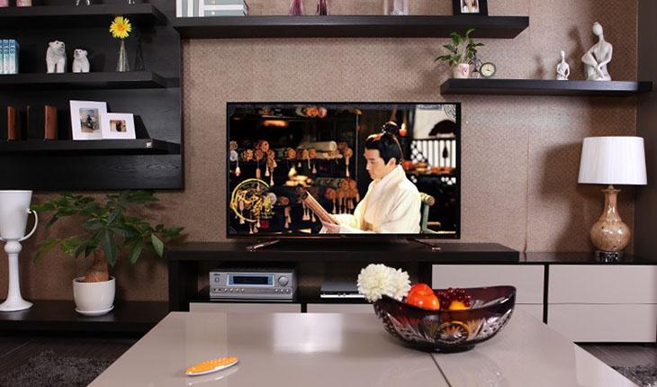 Đặt tivi ở vị trí chính diện, khoảng cách an toàn với người xem