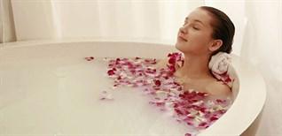 Tắm nước nóng có tác dụng gì? Cách tắm nước nóng tốt cho sức khỏe
