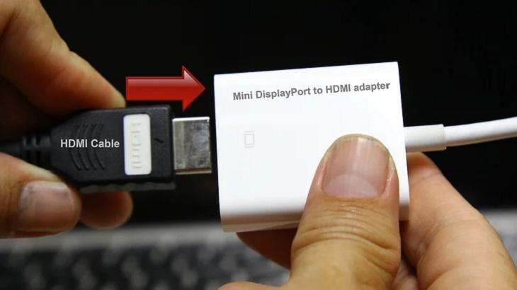 Nối cáp HDMI và cáp chuyển Mini DisplayPort - HDMI lại với nhau