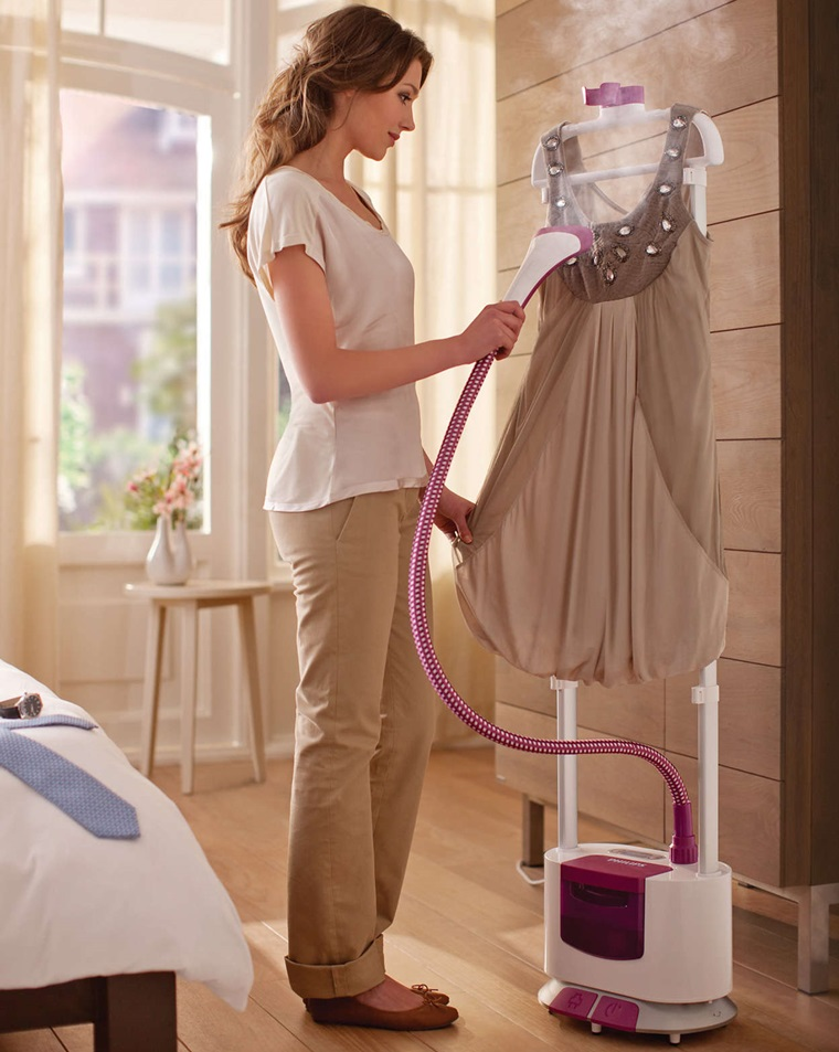 Ủi đồ ngay trên móc vô cùng tiện lợi, không cần dùng đến bàn ủi quần áo
