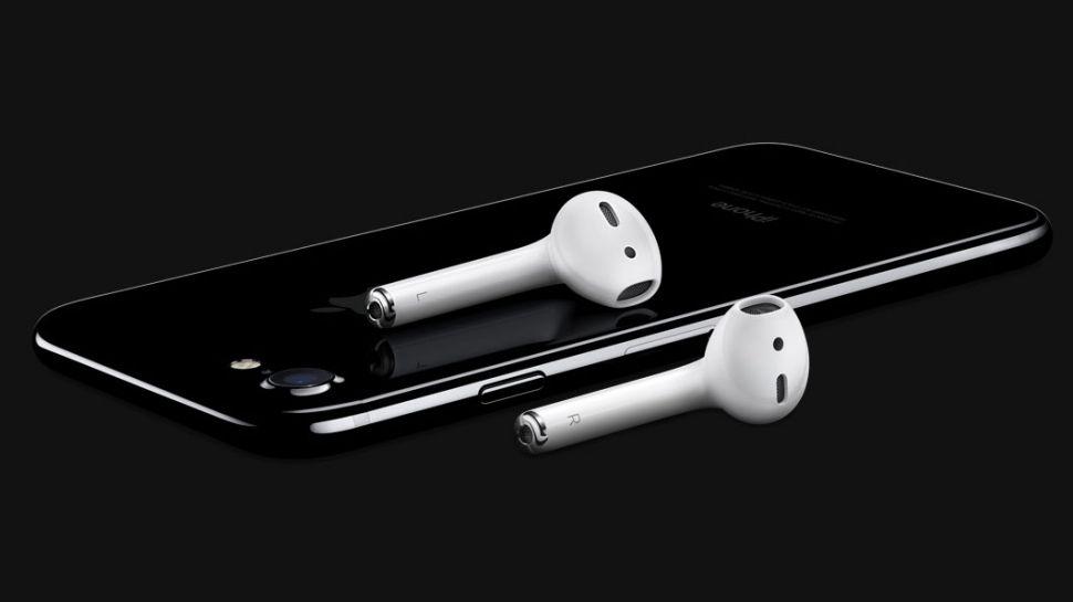 Sau tất cả, vì sao Apple lại bỏ tai nghe 3.5 mm?