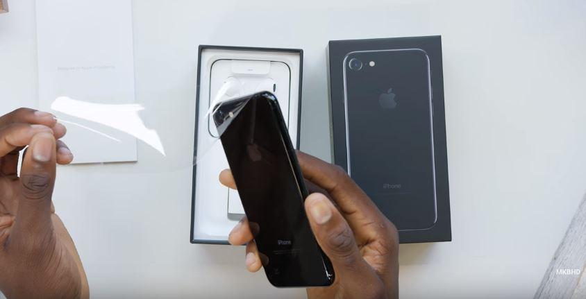 Đập hộp iPhone 7, 7 Plus màu đen bóng và đen nhám
