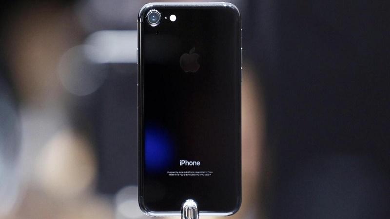 iPhone 7 Plus và iPhone 7 Jet Black cháy hàng từ vòng gửi xe