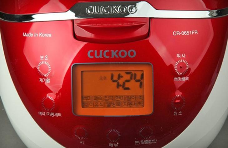 Nồi cơm điện Cuckoo xách tay khó sử dụng hơn với bảng điều khiển tiếng Hàn
