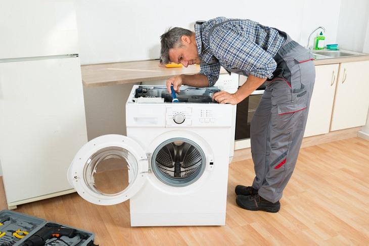 Liên hệ thợ để sửa máy giặt