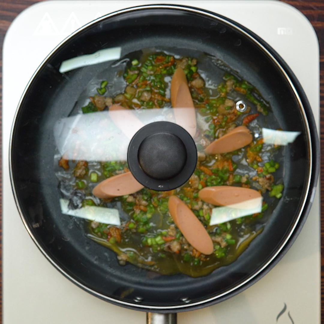 Bước 3 Nướng bánh tráng trên chảo Bánh tráng nướng