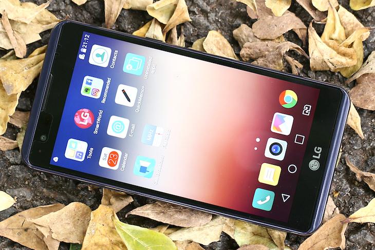 Máy phù hợp với người dùng cần sử dụng điện thoại trong thời gian dài mà  không cần sạc. Hoặc dùng làm điện thoại kiêm pin dự phòng.