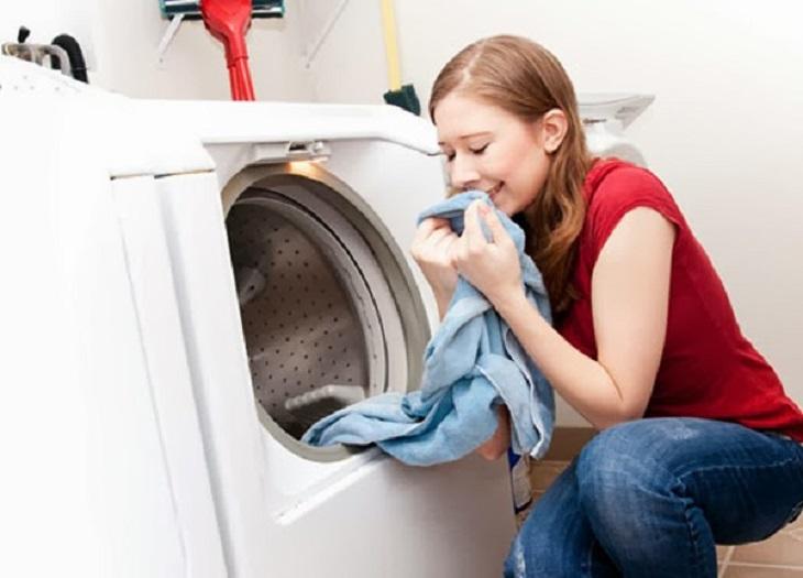 Thông thường, những ai sử dụng máy giặt cửa trước sẽ chỉ cần dùng một nửa lượng xà phòng giặt so với máy giặt cửa trên