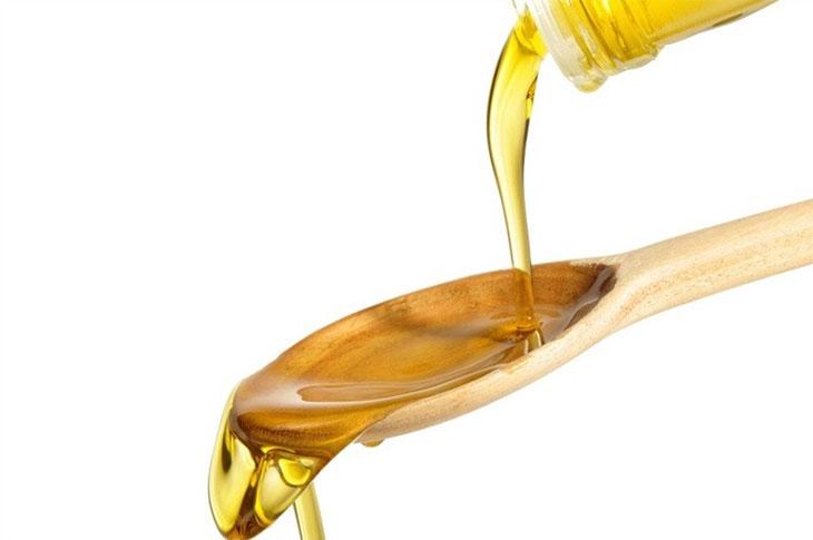 Không cho dầu ăn vào cháo của bé