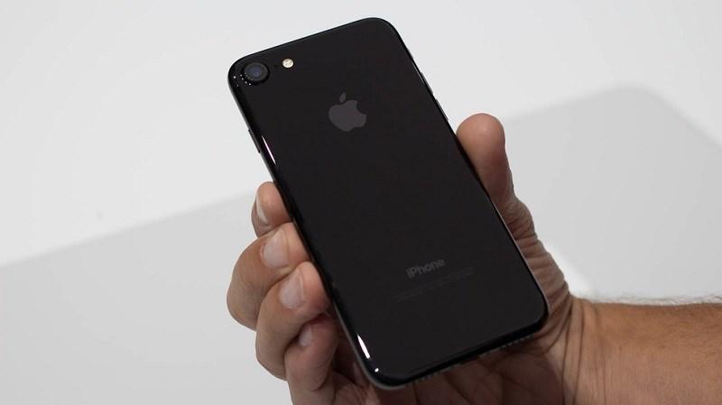 iPhone 7 khóa mạng giá chỉ còn 13 triệu đồng