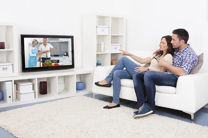 Không nên xem tivi liên tục trong nhiều giờ