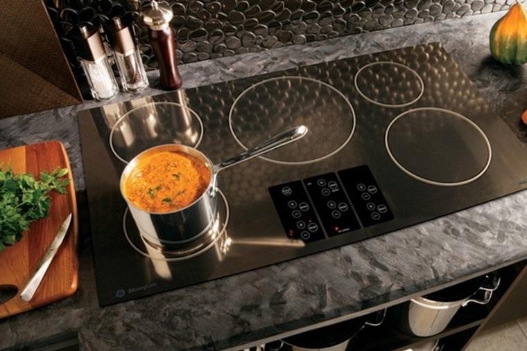 Làm các món hầm với thời gian dài, bếp từ rất hao điện