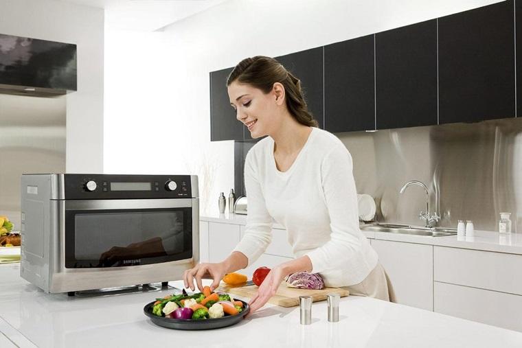 Lò vi sóng không sử dụng trong phòng có quạt hay máy lạnh