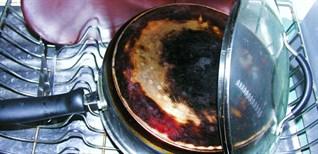 Tại sao nấu bếp gas bị đen nồi và cách khắc phục