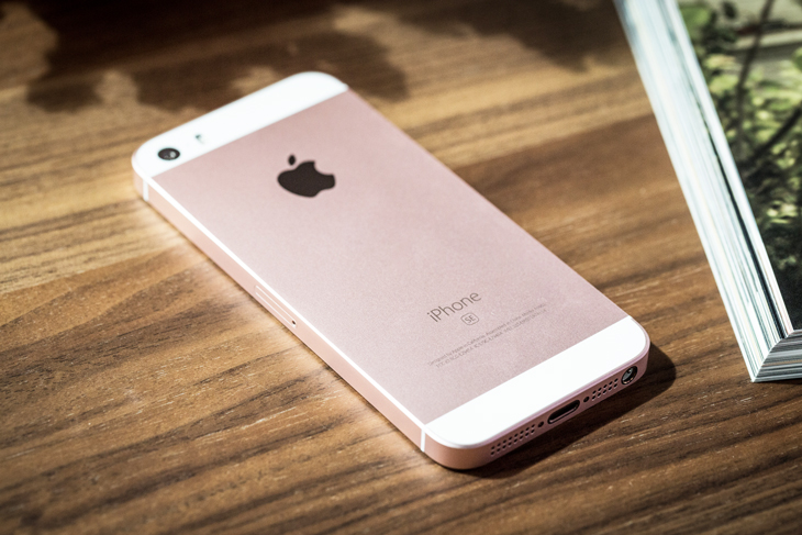 iPhone SE chính hãng giảm 1 triệu đồng