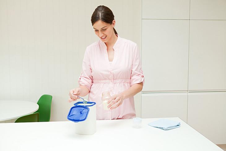Sử dụng đúng lượng sữa với lượng nước theo hướng dẫn của nhà sản xuất