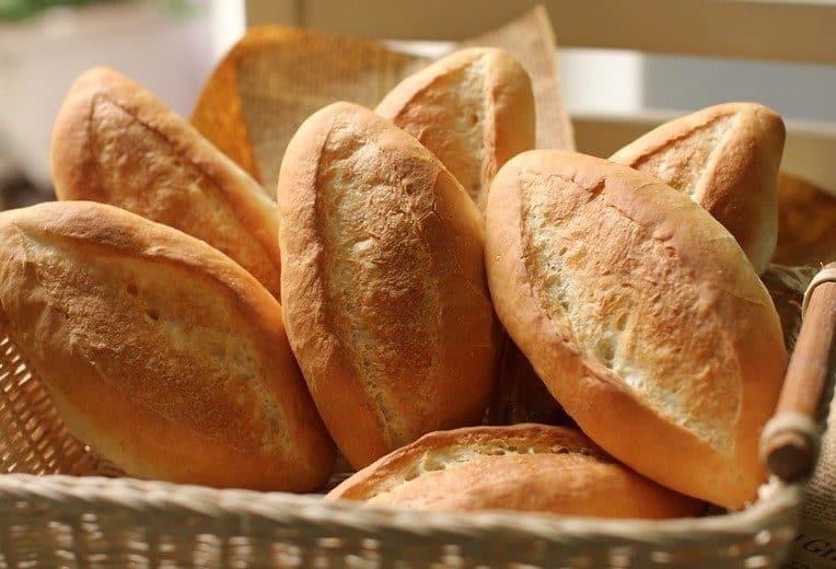 Bánh mì là món ăn nhanh được nhiều người yêu thích. Để có thể bảo quản loại bánh này cần nơi mát và khô ráo