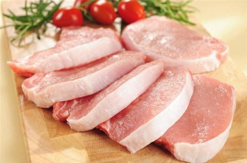 Thịt tươi khi mang về, phải rửa thật kỹ để loại bỏ bụi bẩn bám trên thịt