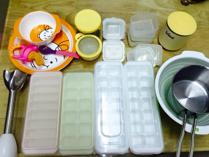Chuẩn bị các dụng cụ cần thiết cho việc bảo quản thực phẩm của bé