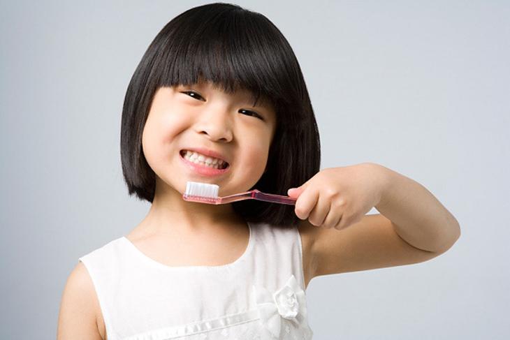 Đánh răng sau khi ăn sữa chua