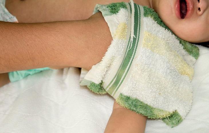 Cách giảm sốt nhanh cho trẻ 4
