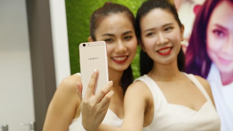 Mua chuyên gia selfie OPPO F1s được lì xì giảm giá