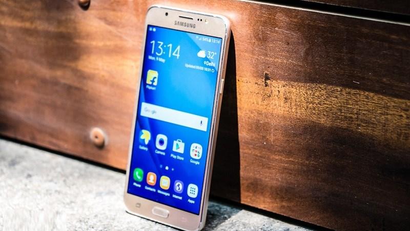 Galaxy J5, Galaxy J7 2016 giảm giá mạnh mẽ