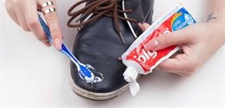 Tẩy sạch vết bẩn trên đồ đạc cực dễ với kem đánh răng