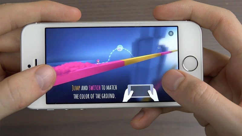 Trải nghiệm Chameleon Run trên Apple iPhone SE