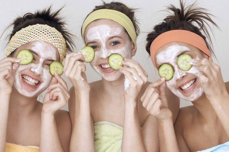Đắp mặt nạ giúp da được bổ sung độ ẩm và dưỡng chất