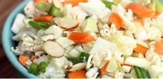 Cách làm salad mì gói khai vị cho bữa tối