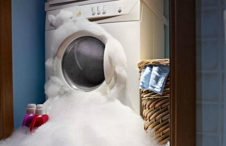 Nước giặt giúp hạn chế tình trạng trào xà phòng ra ngoài máy giặt