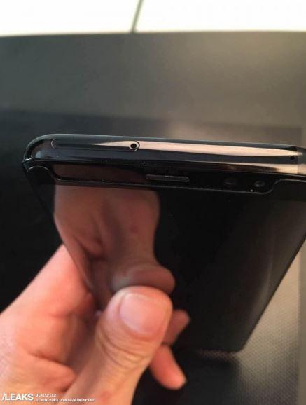 Galaxy S8 và Galaxy S8 cùng nhau xuất hiện ngoài đời thực
