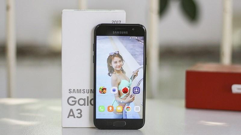Galaxy A3 2017: Nhỏ gọn, giá tốt và có thể chống nước như Galaxy S7