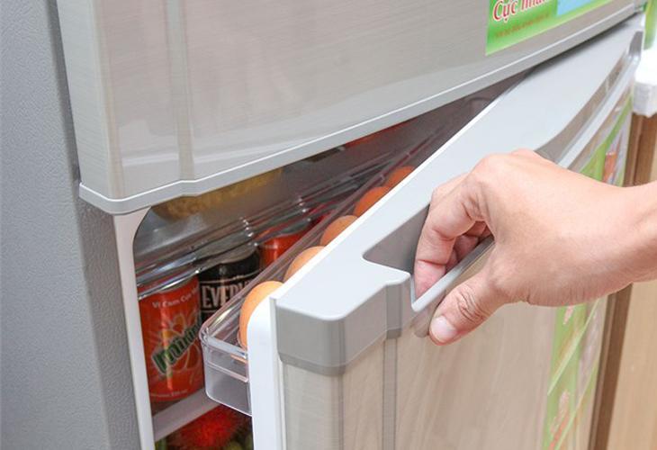 Thay gioăng cao su xung quanh cửa để tăng độ khít cho tủ lạnh